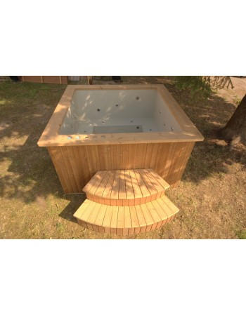 Square shape hot tub