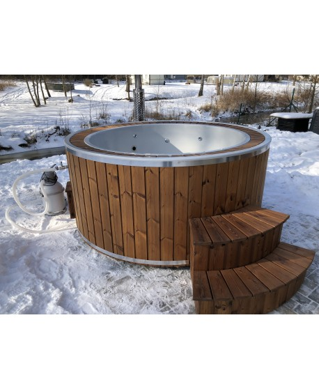 Massage Jacuzzi with overflow system