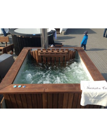Square shape plastic hot tub with thermowood trim